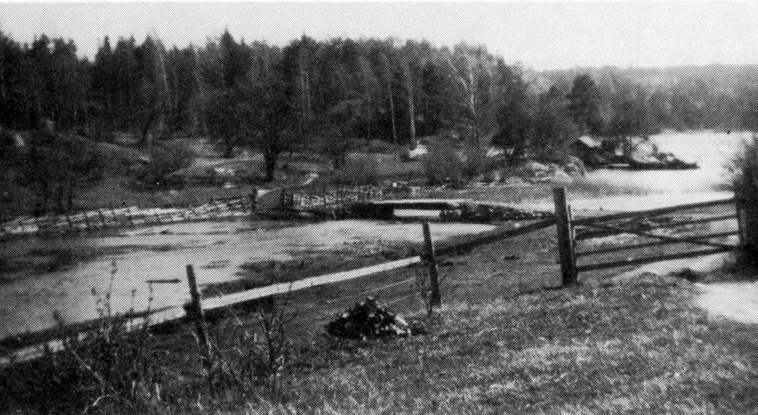 Bron över Hyttamaren