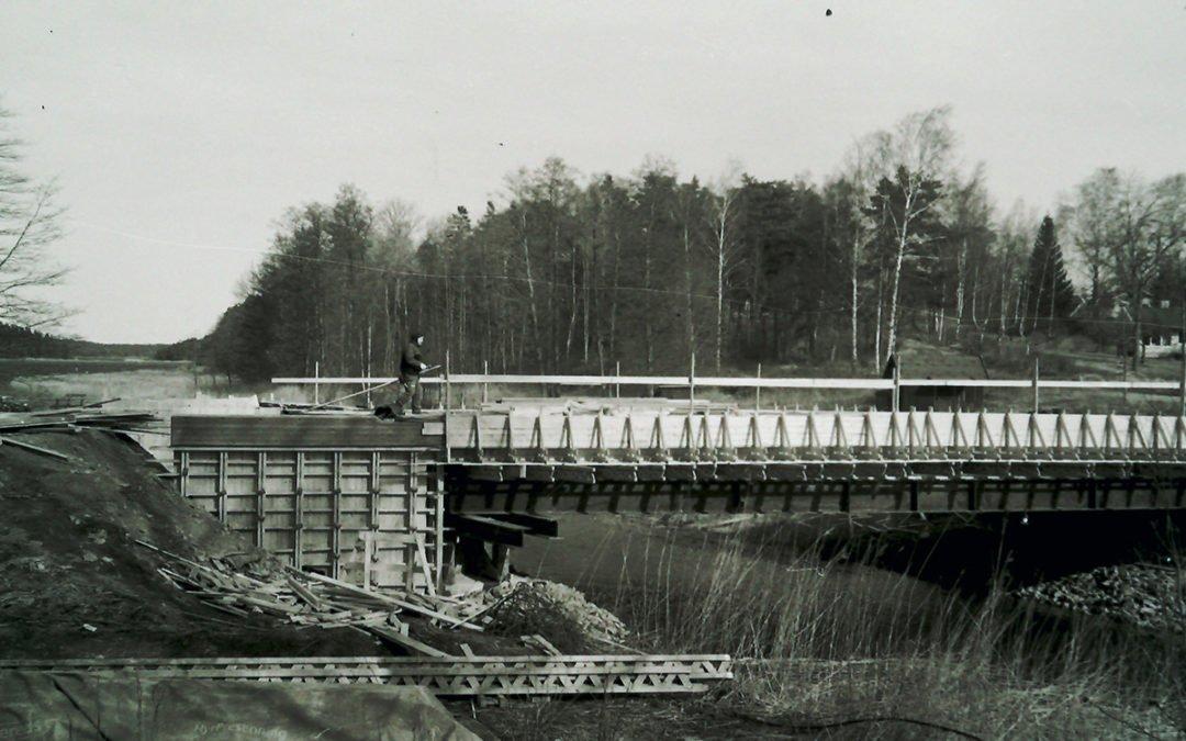 Bygget av nya kanalbron 1997. Foto/reprofoto: Karl-Erik Törner
