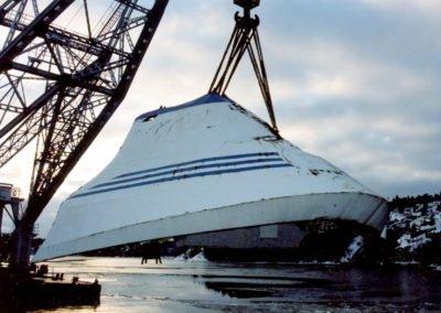 Transporten från Södertälje utfördes av pontonkranen Lodbrok. Foto: Försvarets bildbyra/Håkan Nyström