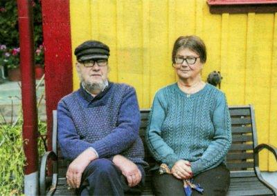 Sedan några år bor Bertil ihop med sin syster Birgit i föräldrahemmet.