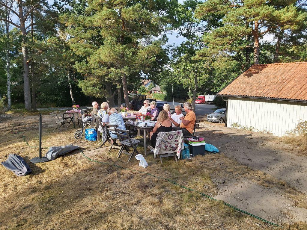Parken invigdes av hyresgästerna med surströmming. Foto: Bengt Grönkvist