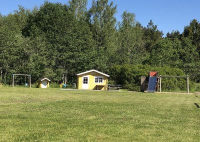 Det finns gott om plats för spel och lek på Torpaängen. Foto. Christin Svensson