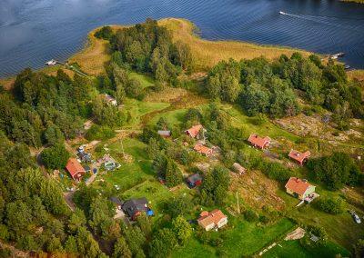 Ersholmen mot Källviksudd. De avstyckade tomterna var från början på cirka 10.000 kvadratmeter. Foto: Bengt Grönkvist