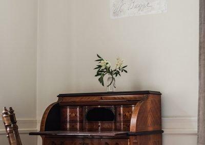 En H. Andersson och N. Bagge lämnade sina signaturer till eftervärlden förra gången som det här sovrummet renoverades senast, 1916. Foto: Linnéa Falk