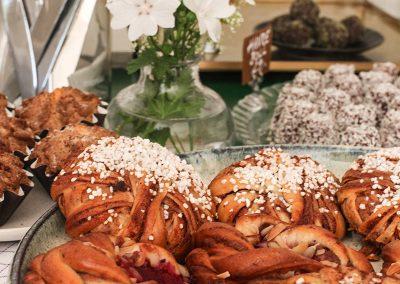 Arbottnas gårdscafé är i sommar öppet dagligen och serverar middagar vid förbokningar.