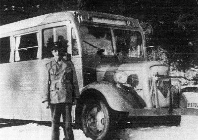 Nynäsbanans buss med föraren Berndt Sjöberg.
