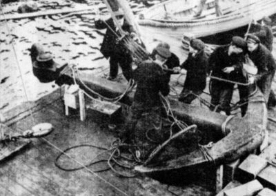 Ett ankare är en symbol för ankarplats och trygghet och det har naturhamnen Älvsnabben varit i ånga hundra år både för Sveriges Örlogsflotta och handelsflotta